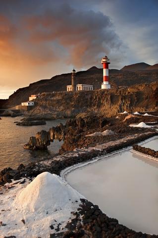 Ein Stück Bildbuch-Spanien: die Salinas de Fuencaliente. (Foto Promotur Turismo Canarias)
