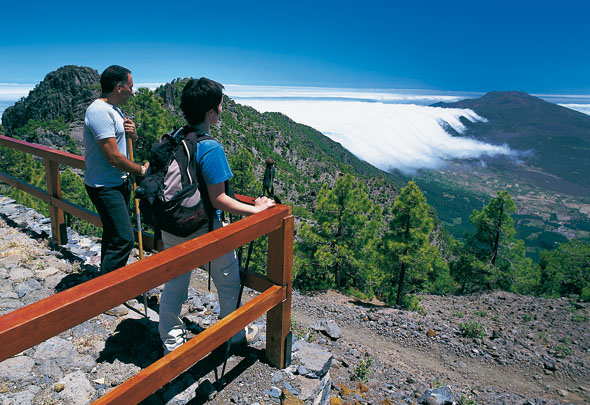 Von den Gipfeln der Insel bieten sich herrliche Ausblicke auf La Palma und die benachbarten Kanareninseln. (Foto Turespaña)