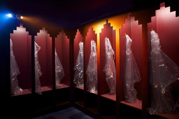 Im Vorraum des Alcoholic Architecture hängen Plastiküberhänge für die Cocktail-Freunde bereit. (Foto Ann Charlott Ommedal)