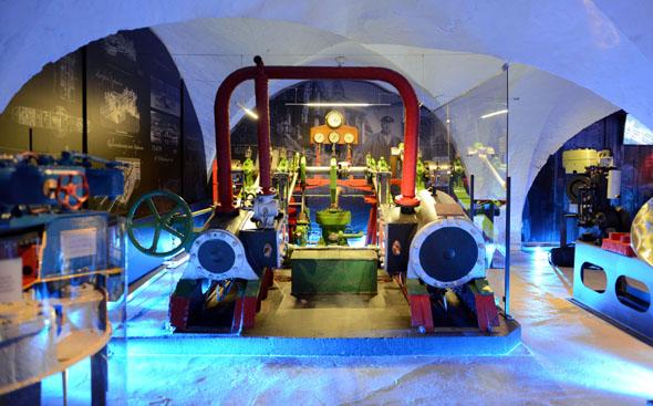 Selbst schwere Schiffsmaschinen sind im Elbschifffahrtmuseumbuchstäblich zum Anfassen zu erleben. (Foto: Uwe Franzen)