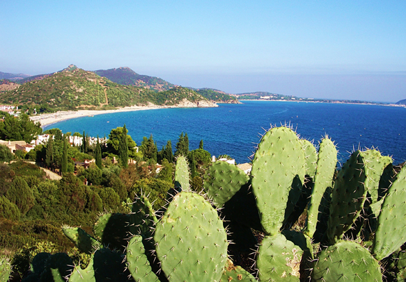 Sardiniens Küste bietet immer wieder herrliche An- und Ausblicke. (Foto Cornerstone/Pixelio)
