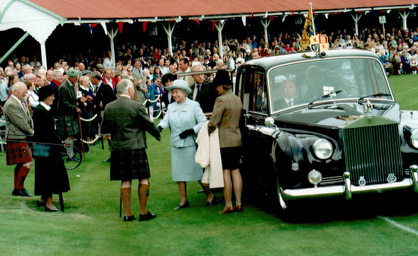 Die königliche Familie mit Queen Elizabeth II. an die Spitze gehört rgelmäßig zu den Ehrengästen in Braemar. (Foto Karsten-Thilo Raab)