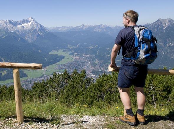 Eine Wanderung in der Bergwelt wie hier bei Garmisch-Partenkirchen präsentiert nicht nur tolle Ausblicke, sondern macht auch durstig.
