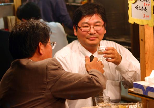 Getränke sollte man sich in Japan bei Tisch nie selber nachschenken. (Foto Karsten-Thilo Raab)