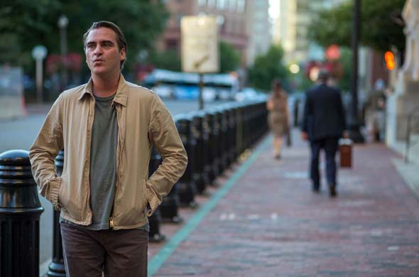 """Joaquin Phoenix unterwegsauf den Straßen von Neuengland in Woody Allens """"Irrational Man"""". (Foto Warner Bros. Entertainment Inc.)"""