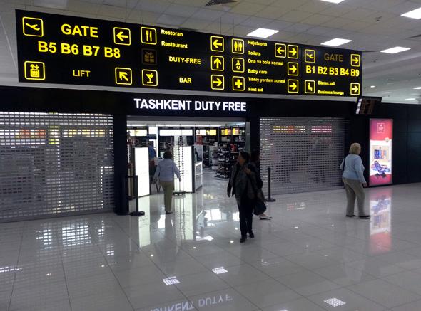 Vor dem Abflug sollten die Passagiere am Flughafen in Taschkent nicht zu viel shoppen und essen, damit sie nicht zu viel auf die Waage bringen. (Foto Karsten-Thilo Raab)