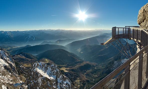 Die Treppe ins Nichts garantiert fantastische Ausblicke auf die Bergwelt.