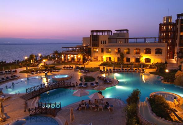 Traumhafte Unterkünfte finden sich wie hier am Toten Meer an vielen Orten in Jordanien. (Fotos Jordan Tourist Board)