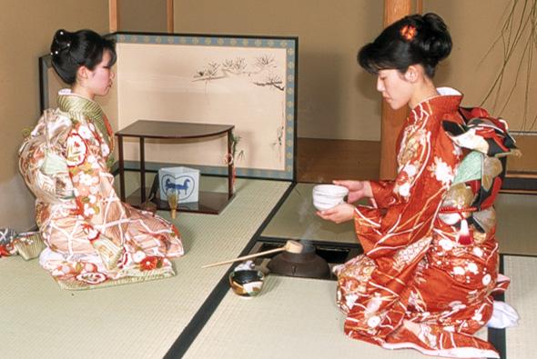 Die Höflichkeit der Japaner ist auch beim Servieren von Speisen und Getränken zu spüren. (Foto JNTO)