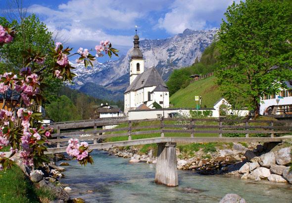Eines der vielen Postkartenmotive im Berchtesgadener Land: Die Ramsauer Kirche.
