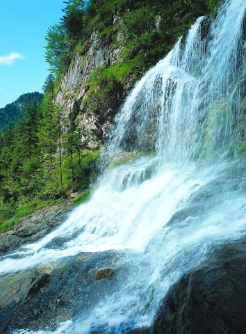 Faszination Wasserfall in der Weißbachschlucht.