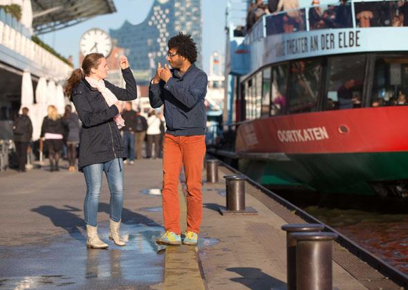 Hamburg ist bemüht, die Stadt für für mobilitätseingeschränkte sowie hör- und seheingeschränkte angenehm erlbebar zu machen. (Foto Andreas Vallbracht)