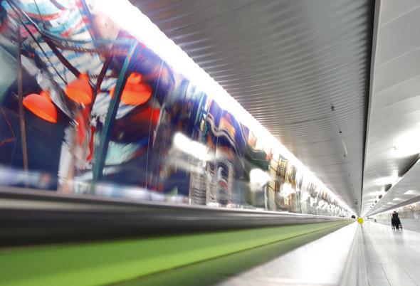 540 Meter Fotokunst von Martin Liebscher zeigen jetzt am Frankfurter Flughafen Destinationen in aller Welt.