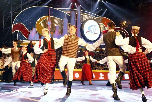 Erstmals sind auch Tänzer aus Lettland in der chinesischen Metropole dabei.