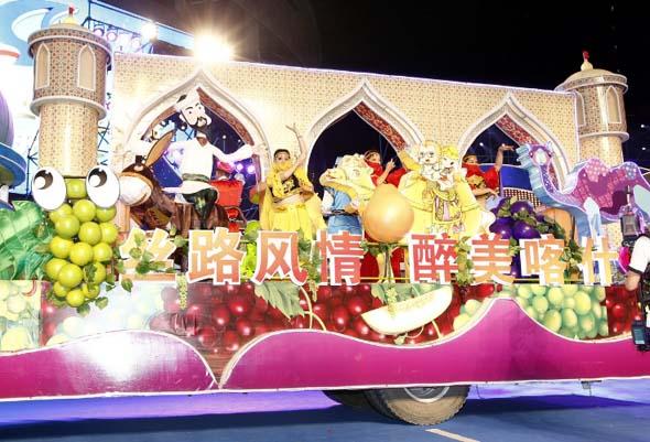 Die bunten Mottowagen beim Touristenfest in Shanghai erinnern an den Karneval. (Fotos: Shanghai Municipal Tourism)
