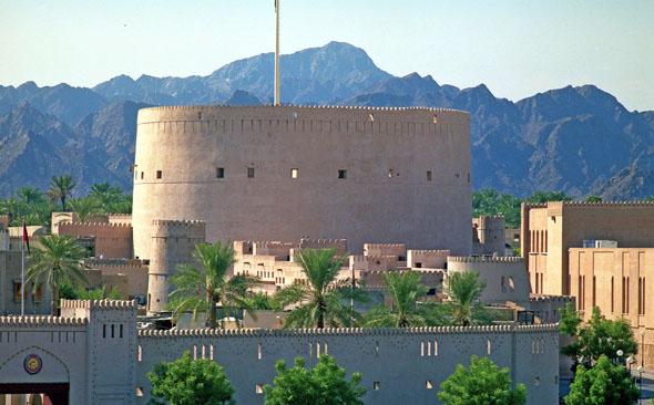 Auch die orientalische Architektur weiß im Oman durchaus zu begeistern. (Foto: djd)