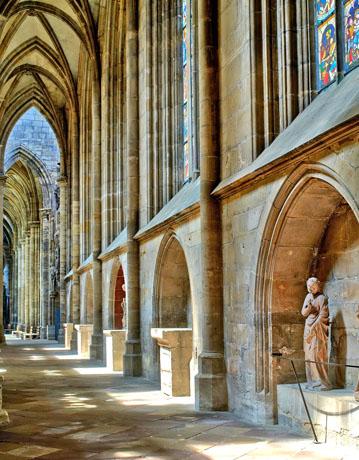 Wer durch den Chorumgang des Halberstädter Doms wandelt, taucht tief ein in die Welt des Mittelalters. (Foto: Elmar Egner)