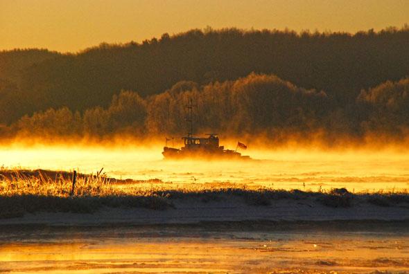 Leben am und auf dem Fluss: Die Landschaft entlang der Elbe hält viele Entdeckungen und Geheimtipps bereit - auch in Herbst und Winter lohnt sich ein Besuch. (Foto: Uwe Schlüter)