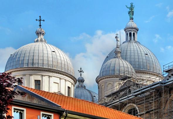 Weithin sichtbar: die Kuppeln der Basilica di Santa Giustina. (Foto Bildpixel/Pixelio)
