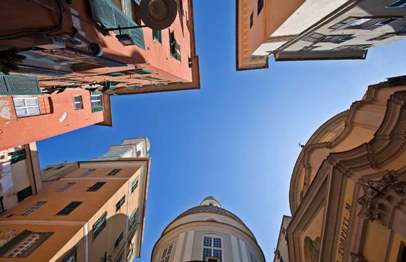 Inmitten der prachtvollen Altstadt von Genua finden sich nicht weniger als 42 historische Stadtpaläste. (Foto Stefana Goldberg)