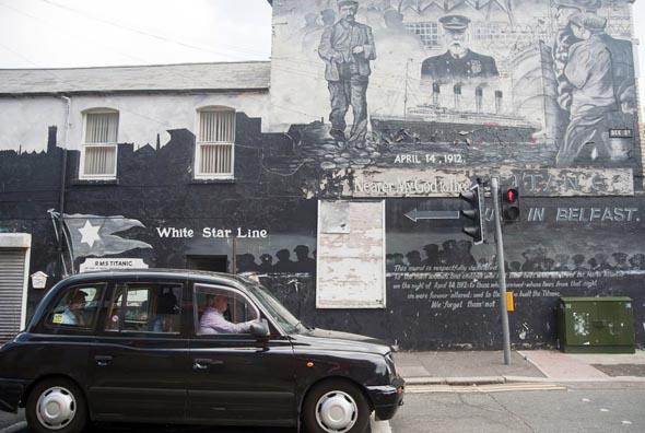 Um Belfasts Geschichte zu verstehen, ist eine Tour zu den Wandgemälden (Murals) unabdingbar. (Foto Tourism Ireland)