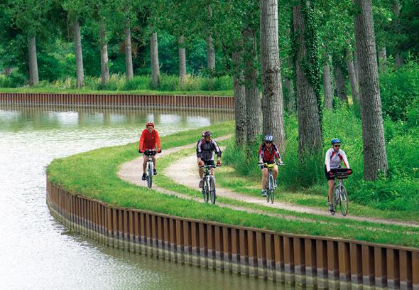 Die Ufer des Canal de Bourgogne sind auch ein herrliches Radrevier. (Foto Alain Doire)