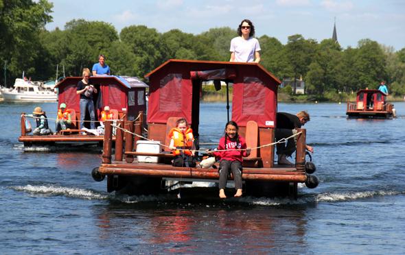 Für Hobbykapitäne und echte Landratten ist eine Floßtour Erhoilung pur. Copyright Karsten-Thilo Raab