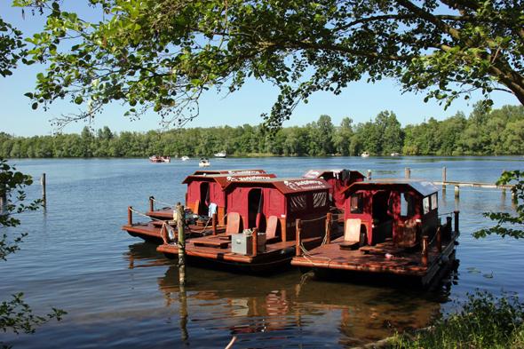 Auf den Havelseen in und um Potsdam lässt sich auf einem Floß das Tom-Sawyer-Feeling nachempfinden. (Fotos Karsten-Thilo Raab)