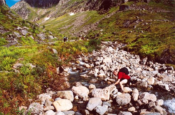 Über Stock und Stein geht es hinauf zum Kolåsbreen Gletscher. (Foto Karsten-Thilo Raab)
