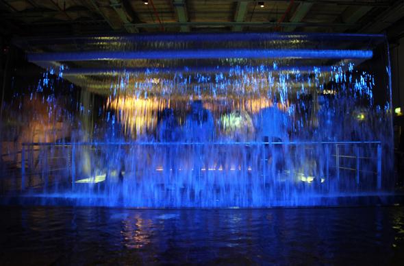 Das illuminierte Quellwasser rückt im Guinness Storehouse die Bierherstellung in ein besonderes Licht. (Foto Karsten-Thilo Raab)