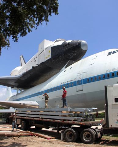 Ein besonderer Doppelback in Houston: das Space Shuttle und die Boeing 747.