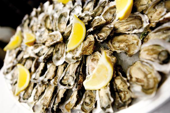 Der Genuss von fangrischem Fisch und von Meeresfrüchten ist in Burgund quasi ein Muss. (Foto Atout France)
