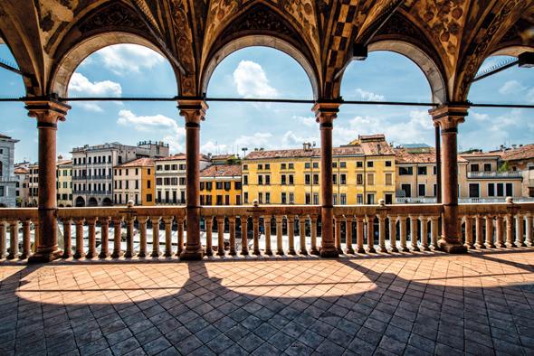 Prachtvolle Gebäude aus verschiedenen Epochen prägen das Stadtbild von Padua.