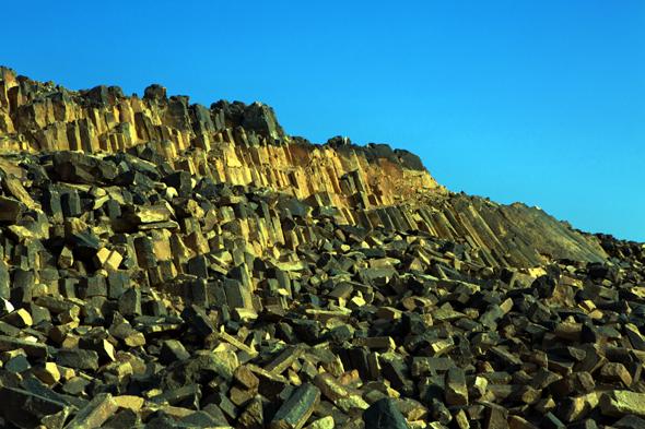 Der Ramon Krater überrascht immer wieder mit besodneren Felsformationen.