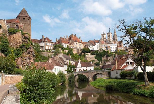 Flußidylle in Burgund im malerischen Semur en Auxois. (Foto Alain Doire)