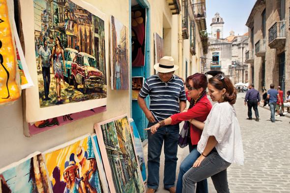 In den Straßen und Gassen Havannas lässt sich so manches Urlaubsmitbringsel günstig erwerben.
