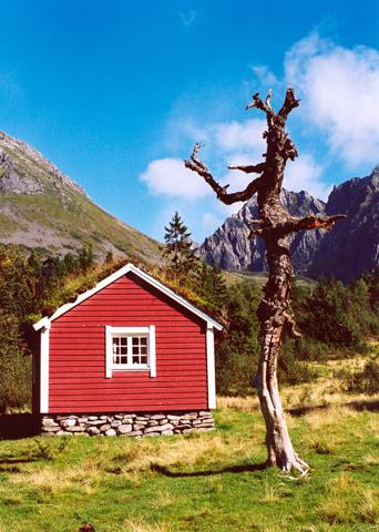 In weiten Teilen ein Stück Bilderbuch-Norwegen: die Sunnmørsalpen. (Foto Karsten-Thilo Raab)
