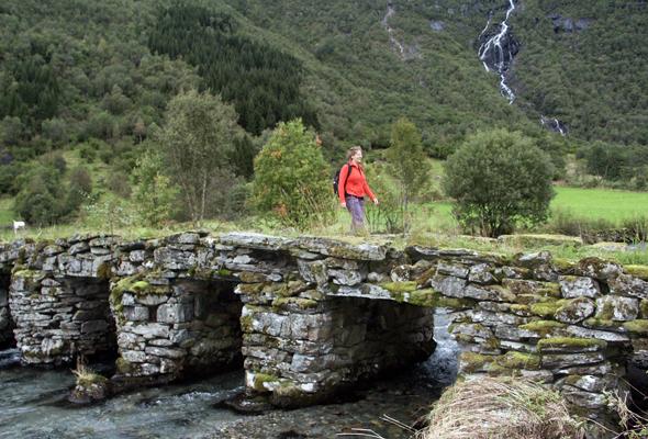 Eine romantische Flussquerung ist die Svidebrud in Norangsdalen. (Foto Karsten-Thilo Raab)