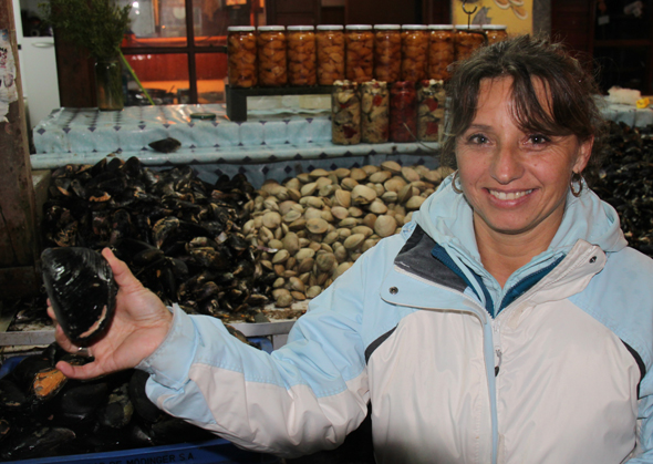 Tatiana Heldt schwärmt für die Meeresfrüchte aus ihrer chilenischen Heimat. (Foto Karsten-Thilo Raab)
