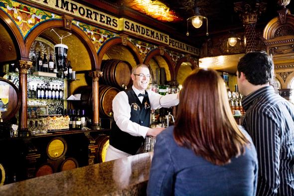 Opulent: Der Crown Liquor Saloon ist womöglich die schönste Kneipe, in der man ein Pint trinken kann. (Foto Tourism Ireland)