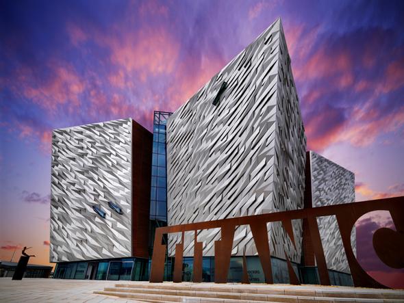 Titanic Belfast macht die Geschichte und das Schicksal der Titanic interaktiv erfahrbar. (Foto Tourism Ireland)