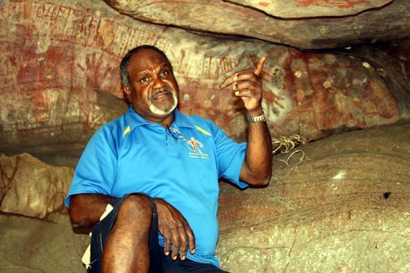 Auch Willie Gordon selber ist immer wieder fasziniert von den Höhlenmalereien seiner Vorfahren. (Foto Karsten-Thilo Raab)