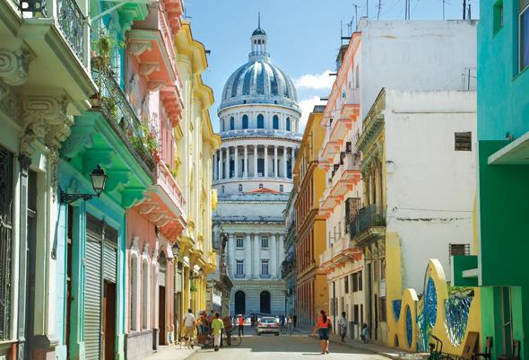 Besonders farbenfroh präsentiert sich Havanna rund um das Capitol.