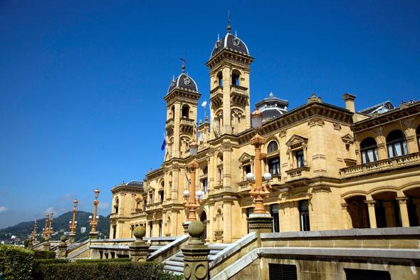 Eines der architektonischen Meisterwerke in San Sebastian: das historische Rathaus.