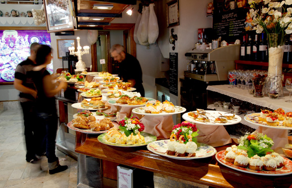 San Sebastián; Donosti. Bar Bergara - Barra de pinchos