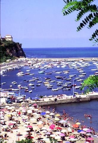 Agropoli gehört zu den beliebtesten Badeorten der Region. (Foto ENIT)