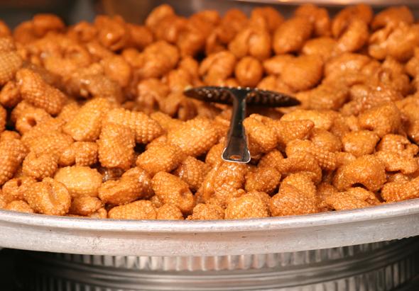 Zahlreiche süßes Backwaren gehören zur Küche des Oman. (Foto Karsten-Thilo Raab)