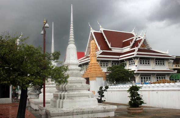 Rund 500 buddhistischen Tempel finden sich in Bangkok - einige der schönsten liegen entlang der Radroute. (Foto Karsten-Thilo Raab)