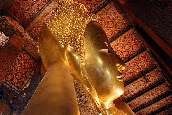 Gigant mit Strahlkraft: Der Liegende Buddha im Wat Pho. (Foto Karsten-Thilo Raab)
