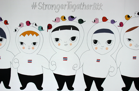 Echte Hingucker sind viele Plakate und Kunstwerke der Stronger-Together-Aktion. (Foto Karsten-Thilo Raab)